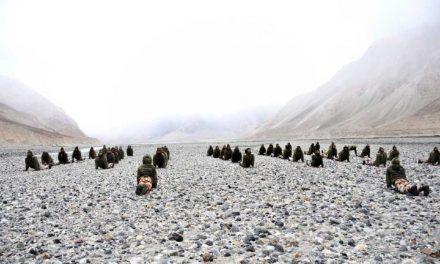 18ಸಾವಿರ ಅಡಿ ಎತ್ತರದ ಗ್ಯಾಲ್ವನ್ ಪ್ರದೇಶದಲ್ಲಿ ಯೋಗಾಭ್ಯಾಸ ಮಾಡಿದ ಐಟಿಬಿಪಿ ಯೋಧರು